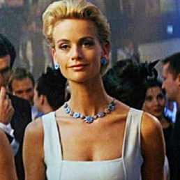 Daphne-Deckers-bond-girl